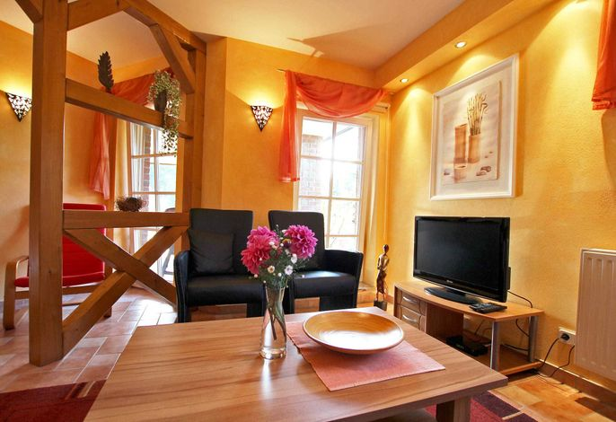 Gemütlicher Wohnbereich mit Flachbild-TV