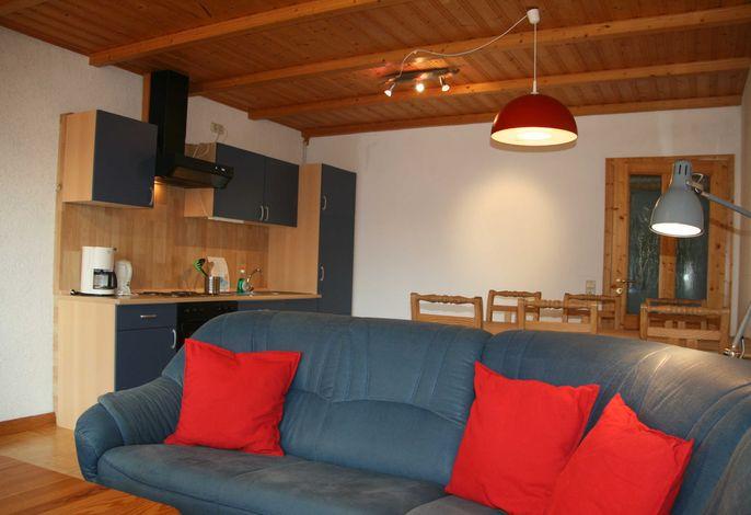 FeWo (M):  Küche mit Sitzecke im Wohnraum