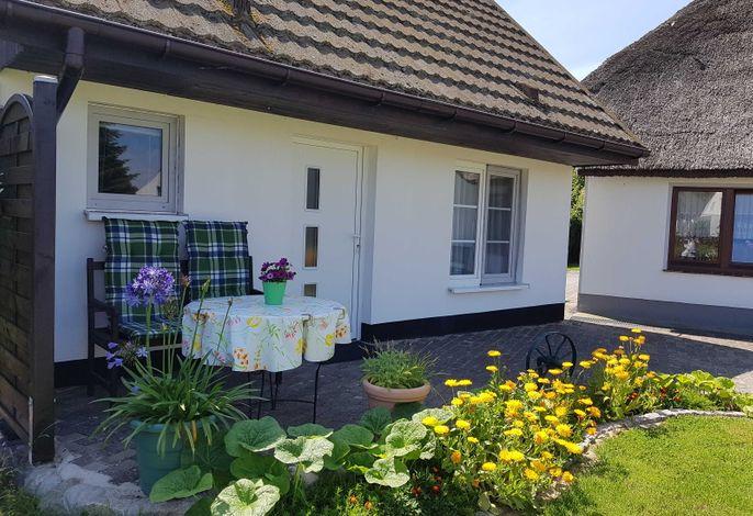 Ferienhaus Inselauszeit - Möblierte Terrasse direkt am Haus