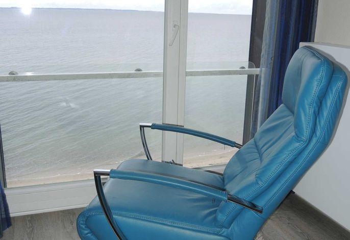 Relax-Sessel mit Seeblick