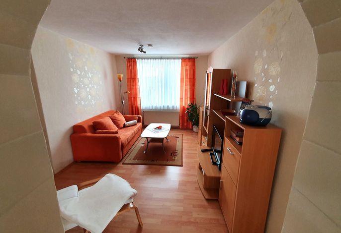 Wohnzimmer mit (Schlaf-) Couch