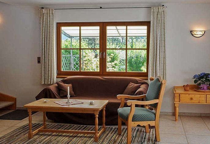 Fewo Wallberg: Wohnbereich mit Couch