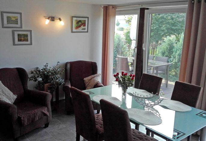 Gemütlicher Wohnraum mit offener Küche