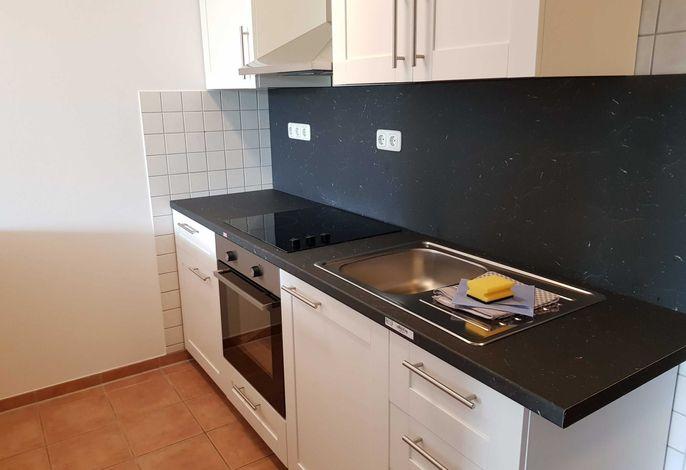 Küchenzeile mit 3-Plattenherd, Backofen uvm.