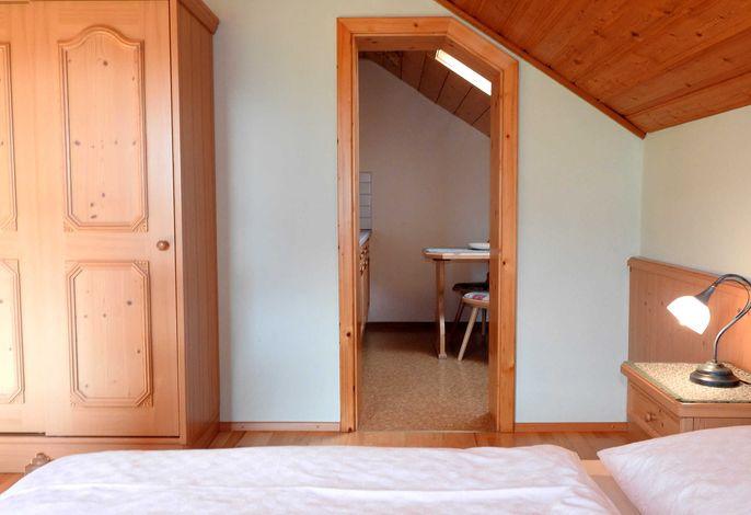 Schlafzimmer mit Blickrichtung  Küche