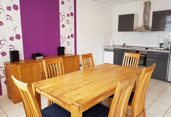 Essplatz und Küche in der Wohnung vom Typ PM15 im Haus Am Maiglöckchenberg 19
