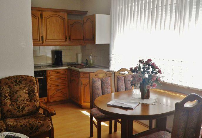 Wohnbereich mit Blick zur Küchenzeile