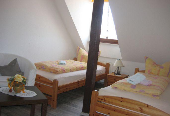 Zweibettzimmer mit zwei Einzelbetten