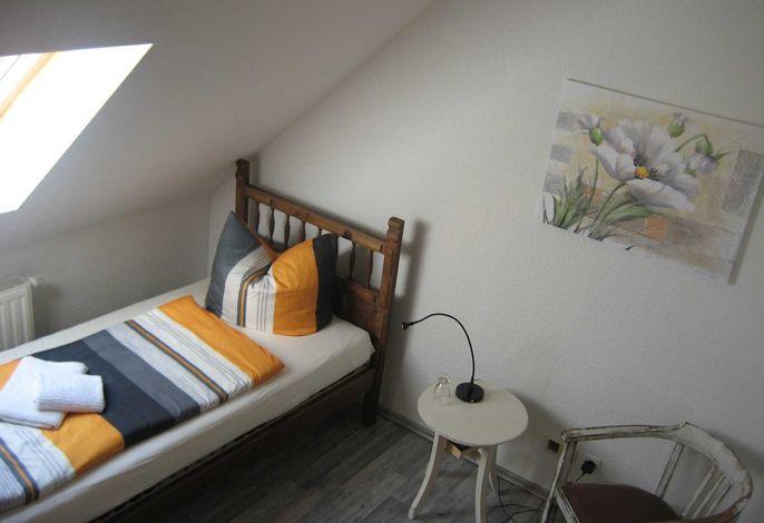 Schlafbereich mit Einzelbett