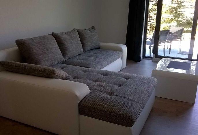 Wohnbereich mit großer Doppelbettcouch