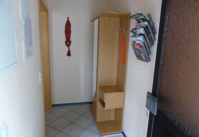 Eingang mit Garderobe