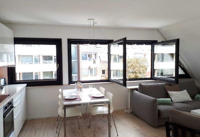 große Fensterfront im Wohnzimmer