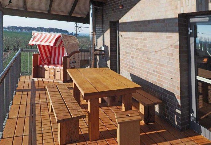 Terrasse mit 25 qm und 2 Strandkörben und Liegen und SEEBLICK