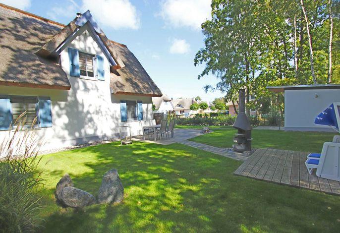 Ferienhaus Stranddistel in Glowe: strandnah, mit Terrasse und umzäuntem Garten, hundefreundlich
