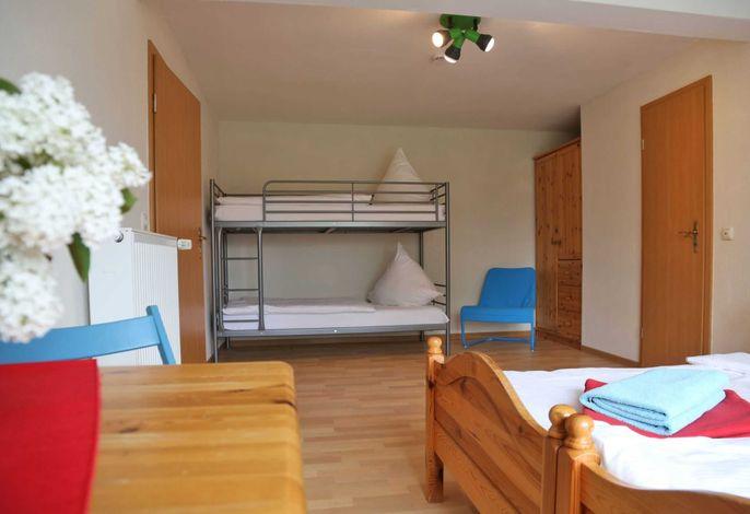 Vierbettzimmer mit zusammenstellbaren Einzelbetten, Etagenbett, Dusche/WC