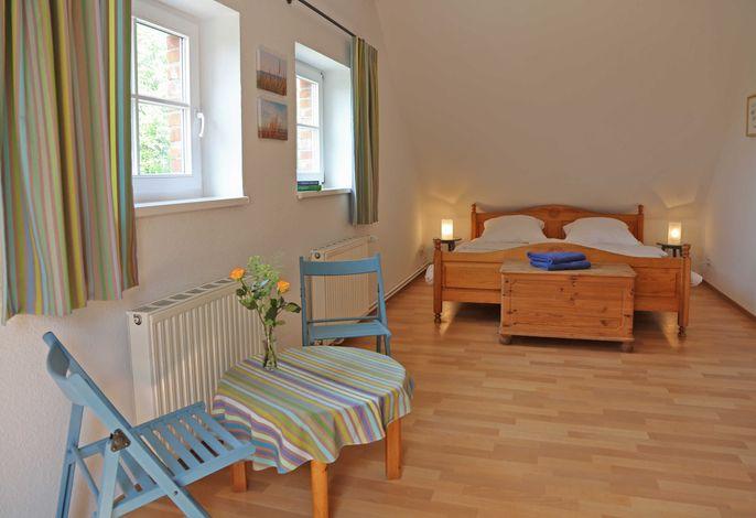 Vierbettzimmer mit Doppelbett und 2 Einzelbetten