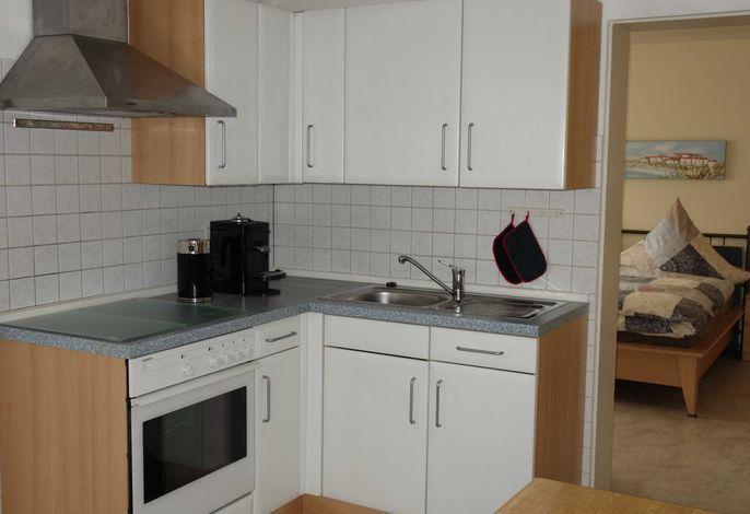 Wohnküche, Eingang zum Zweibettzimmer