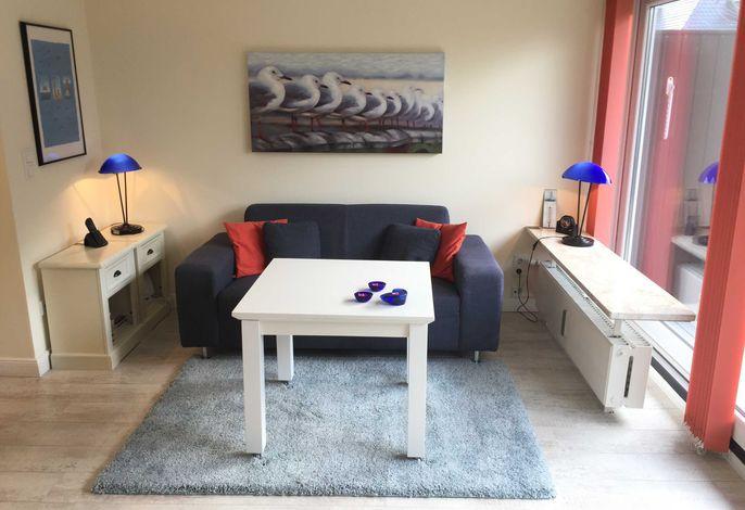 Wohnzimmer mit schönem Südbalkon