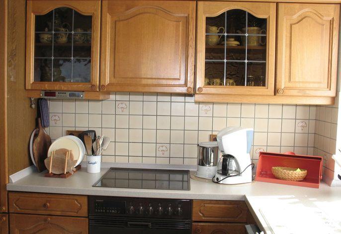 Wohnung 3 Küchenzeile Fenster nach Süden und Esstisch für 4 Personen