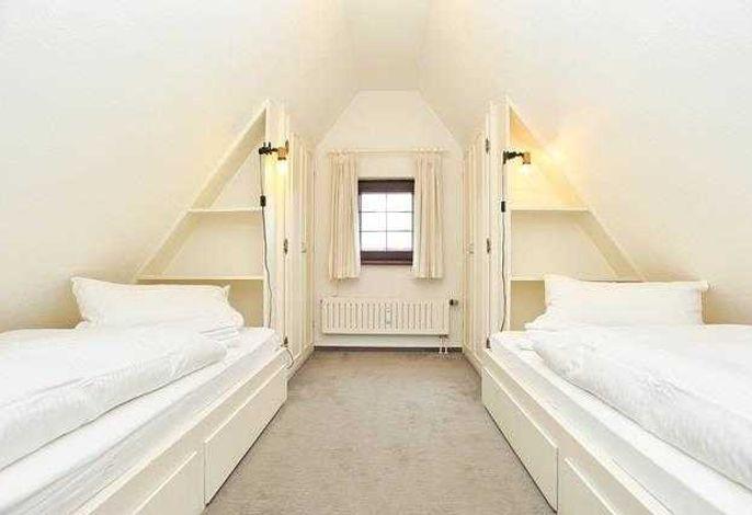 Schlafzimmer 1 mit 2 Einbaubetten