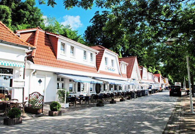 DEB 028 Hotel am Hafen mit Meerblick