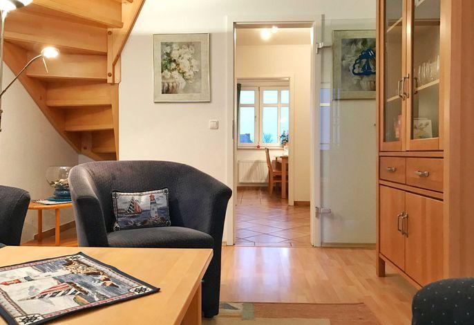 Wohnbereich mit Treppe ins Dachgescho?