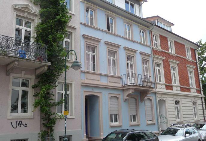 Sedanstr. 32 ( Blaues Haus )
