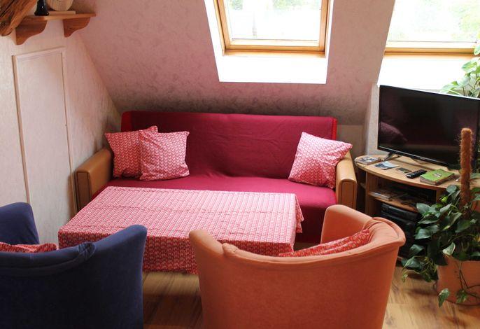 Wohnbereich mit Sitzecke und TV