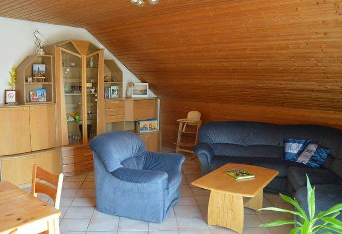 Wohnzimmer mit Sofa, Sessel