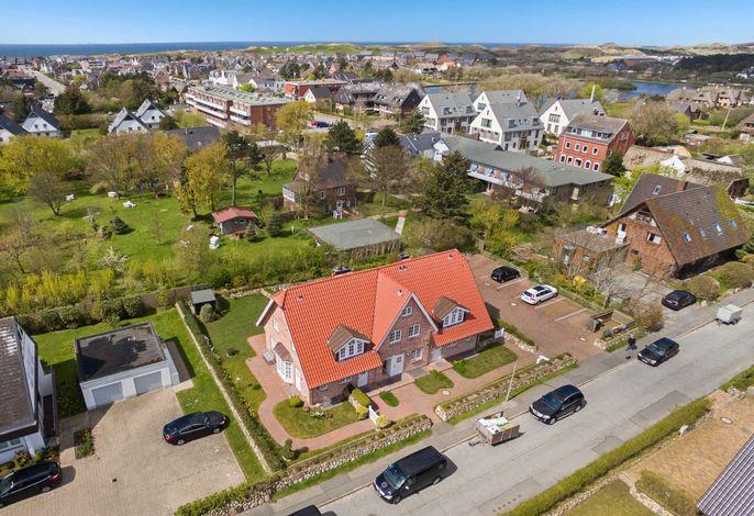 Landhaus Normannenweg, App. 4 /2.Eing.v.links