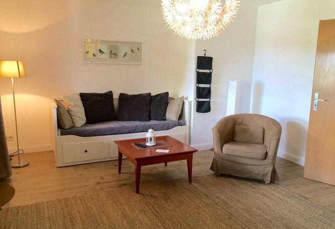 Wohnbereich mit Tagesbett (ausziehbar für 2 Personen)