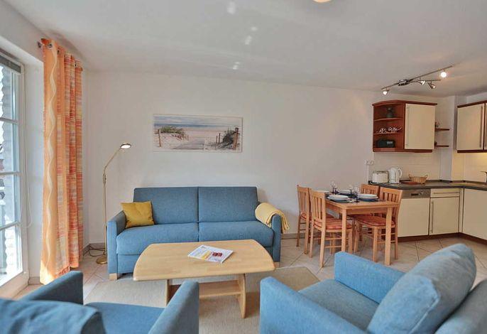 Wohn-Essbereich und offene Küchenzeile