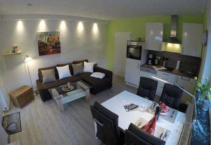 4 Sterne Ferienwohnung Lisa sehr ruhig und modern mit hochwertiger voll ausgestatteter Küche, Smart TV, Ausziehsofa, Esstisch mit 4 Stühlen und Schreibtisch