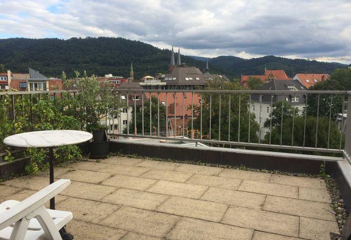 Dachterrasse mit Blick nach Süden Richtung Schauinsland