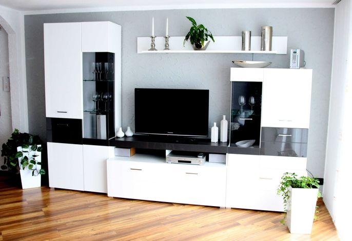 Neuer Wohnzimmer Schrank mit Flachbildschirm, DVD-Player und Mini Stereoanlage