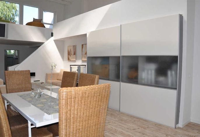 offener Wohnbereich mit Essecke