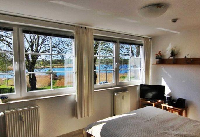 Ausblick aus der Wohnung auf den Neuensiner See