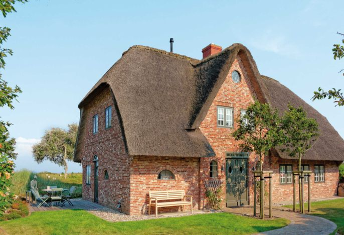 luxuriöses Reetdachhaus