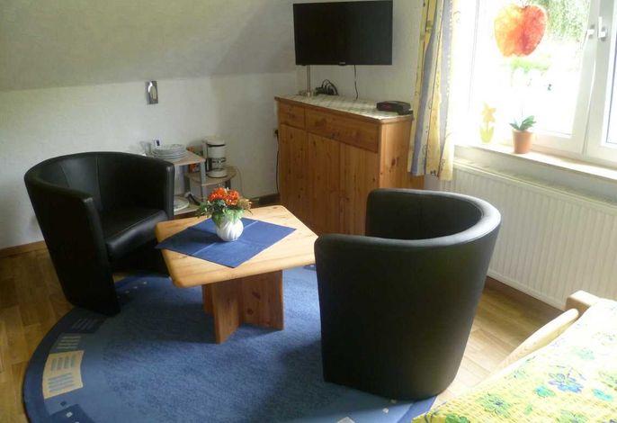 Sitzecke mit TV, Mikrowelle, Kaffeemaschine