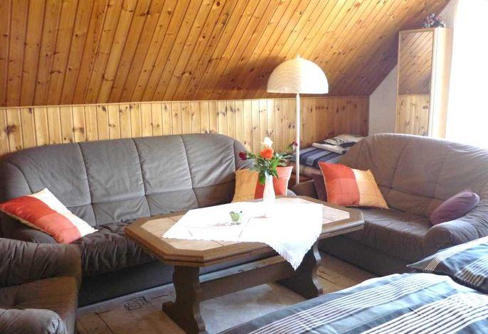 Gemütliche Sitzecke im Wohn-Schlafraum