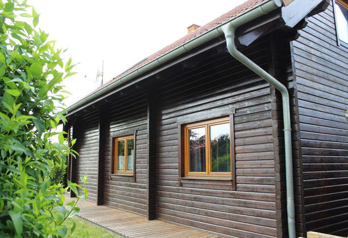 Holzblockhaus mit Kamin am Kite-, Surf- und Badestrand