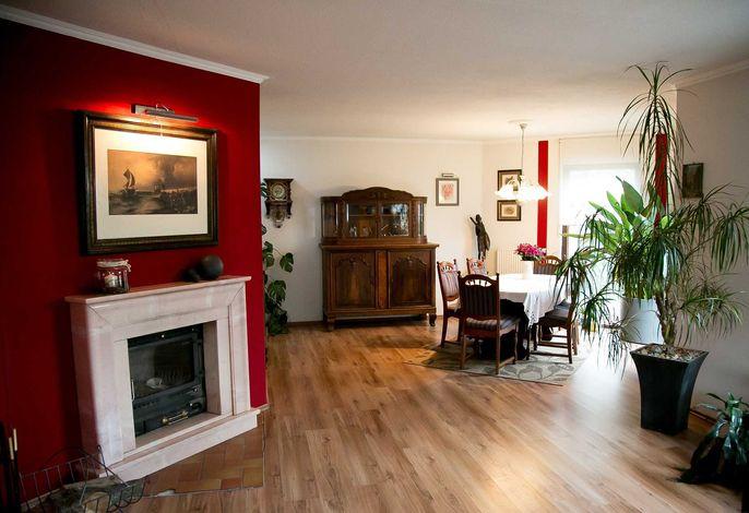 Wohnzimmer Logis 2 mit Esstisch für max. 16 Personen