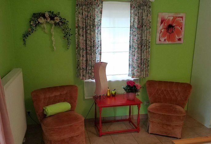 Ruhebereich im rosa Zimmer