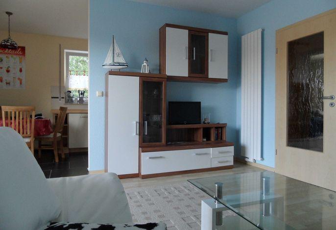 Das Wohnzimmer mit Blick zur Küche