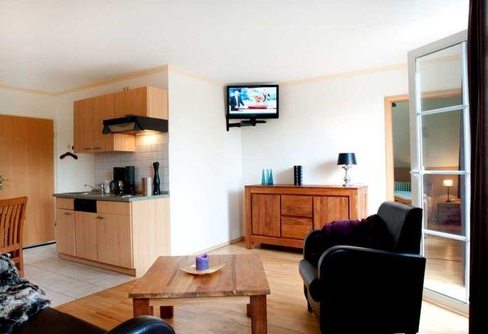Blick in Wohn- und Küchenbereich