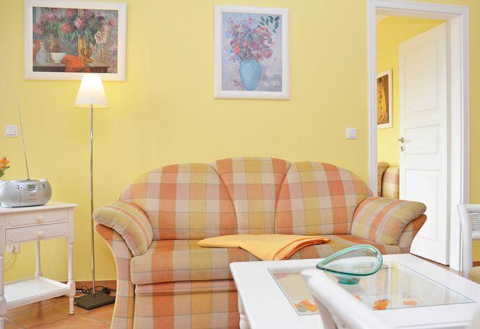 Villa Laetitia im Ostseebad Binz WG 15 - Wohnbereich mit Schlafsofa