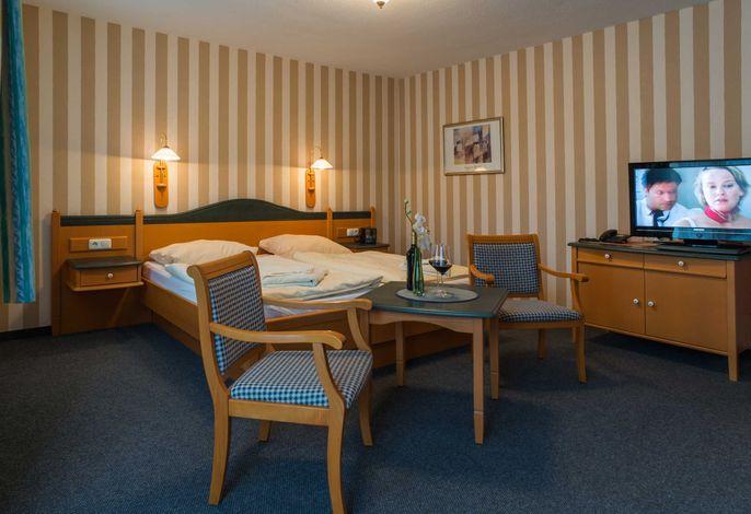 Das Doppelbett im DZ vom Typ PG in der Pension Maiglöckchen.