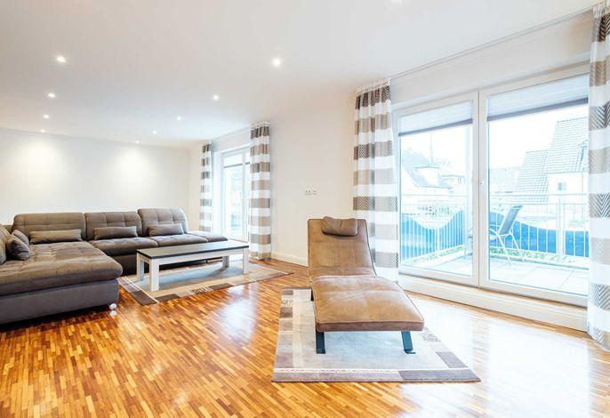 gemütliche Couch Garnitur und Relax Liege