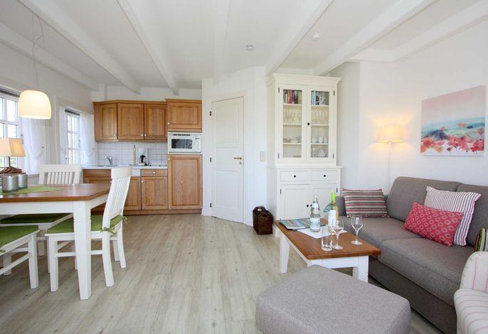 Geräumiger Wohn- und Essbereich mit offener Küche - sehr hell und südlich ausgerichtet