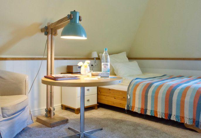 Einzelzimmer Emma mit Wattblick  Bett 140x200